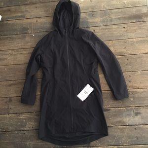Lululemon Rain Rebel rain coat size 8. NWT